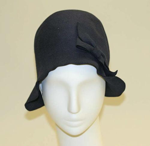 La Sombrerera de Lady Marlo  Sombreros de los años 20  Cloché. 57c7a9d5811