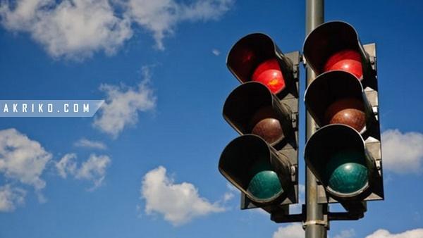 Barangnya Jatuh di Traffic Light, Kemudian ini yang Terjadi