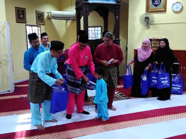 Pemberian sumbangan dari CEO Alam Flora, Dato Haji Mohd Zain Haji Hassan