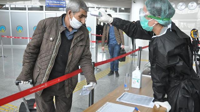 Τουρκία: 300 γιατροί επισημαίνουν την ραγδαία εξάπλωση του ιού