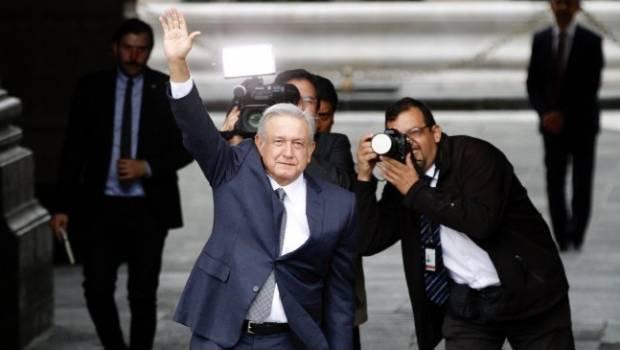 VÍDEO: AMLO se dio un momento para salir de Palacio y saludar al pueblo