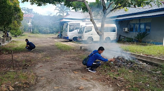 DISHUB Kabupaten Melawi Gotong Royong Bersihkan Lingkungan Kantor