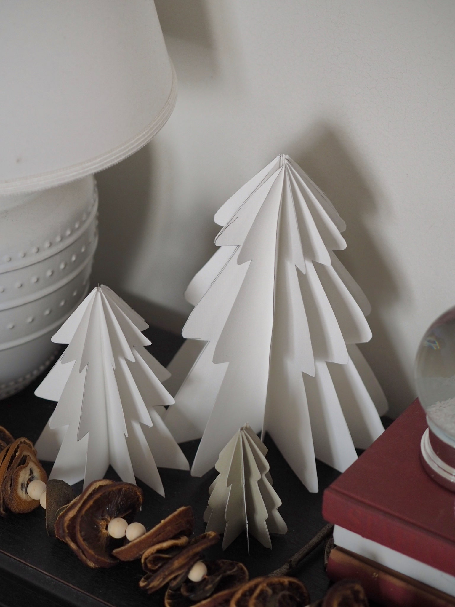 How to make paper Christmas decorations - Budget DIY tutorial on make Christmas tree baubles and tree decorations from card. Craft project inspiration