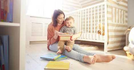 Manfaat Membaca Buku Bersama Bayi Anda