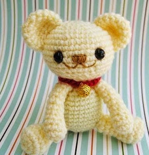 http://translate.google.es/translate?hl=es&sl=en&u=http://www.jennyandteddy.com/2014/12/milo-teddy-bear-free-amigurumi-pattern/&prev=search
