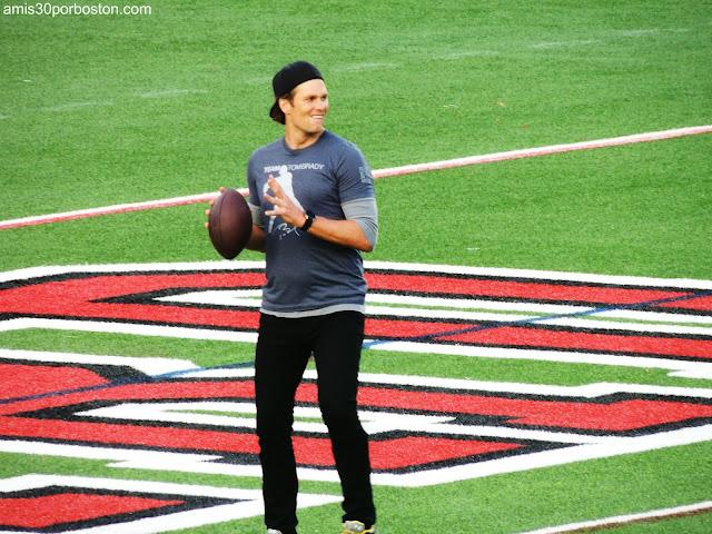 Tom Brady en un Partido Benéfico en el Estadio de Harvard