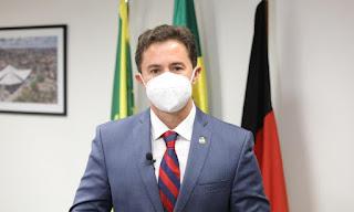 Veneziano publica vídeo com resposta às ameaças de Bolsonaro contra governadores