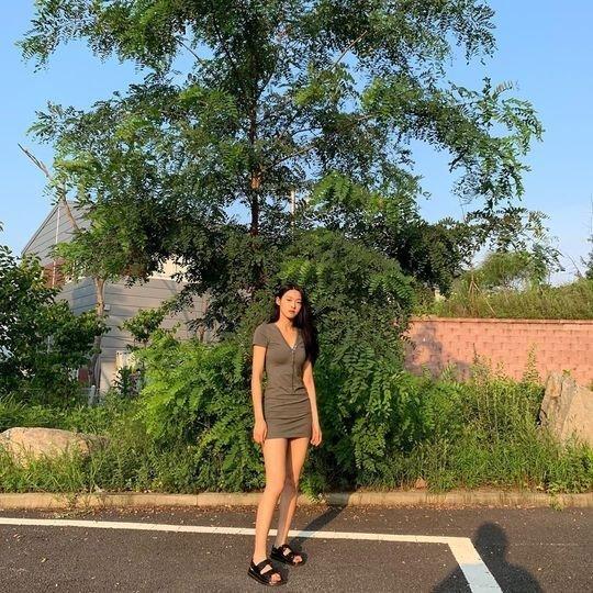 Seolhyun mini elbisesiyle hayranlarını büyüledi