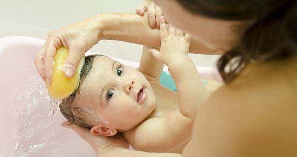 Cara Menebalkan Rambut Bayi Secara Alami