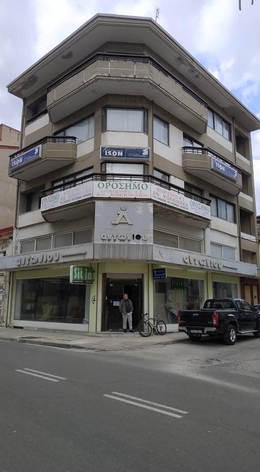 Μεσιτικό γραφείο Κωσταρέλλης : ΕΝΟΙΚΙΑΖΕΤΑΙ τριώροφη γωνιακή οικοδομή στο κέντρο της Φλώρινας.