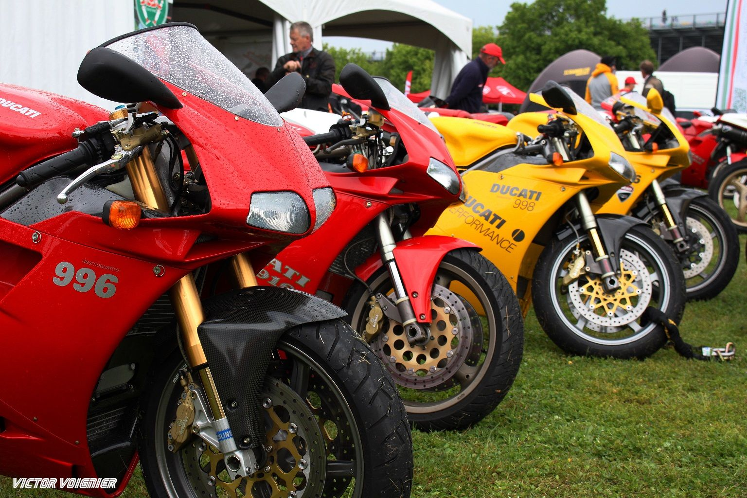 Black and Bike: 916 Parade by Ducati Club de France at Magny