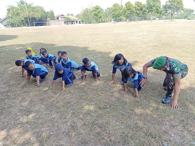 Satgas TMMD Reg 105 Latih Fisik Anak SD 4 Jimbung