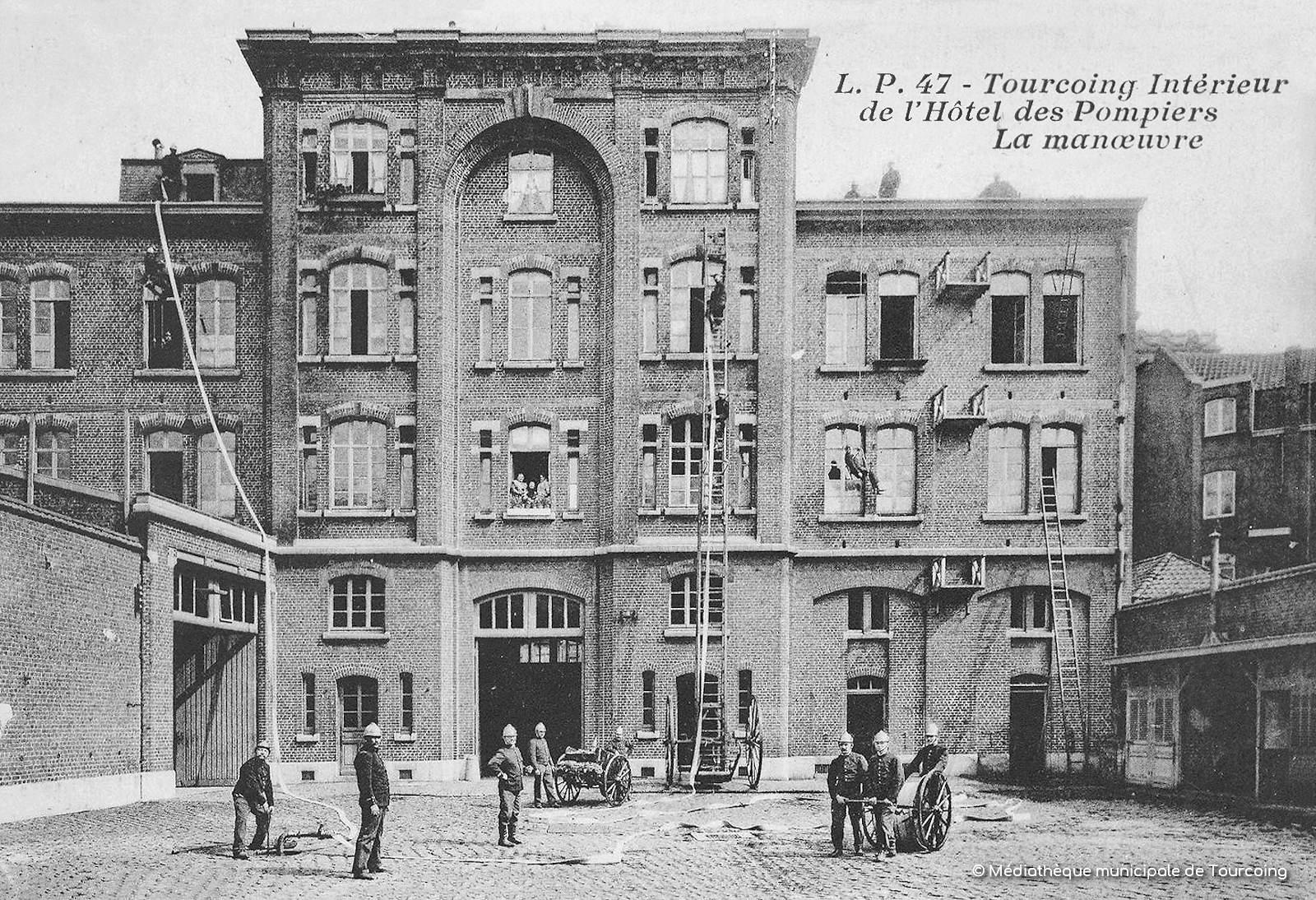 Carte postale ancienne - Hôtel des Pompiers, La Manoeuvre.