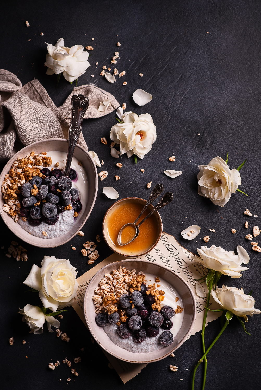 Deser jogurtowy z chia i borówkami