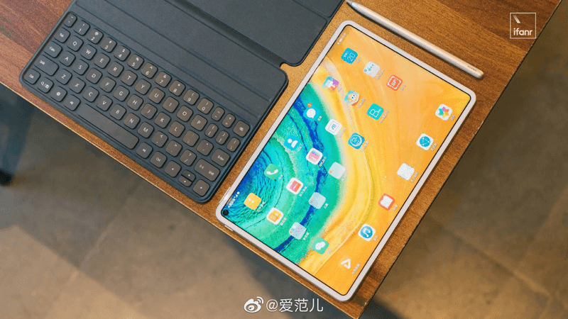 Punch-hole display of this premium tablet