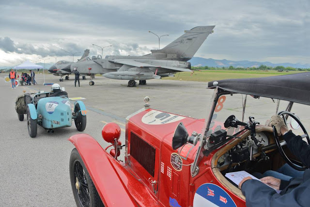 1000 Miglia: la storica corsa di auto d'epoca fa tappa all'aeroporto di Ghedi