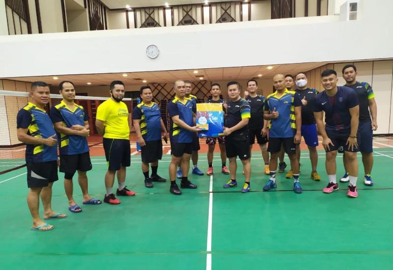 Jalin Silaturahmi, BP Batam Tanding Persahabatan Bulu Tangkis Bersama Bank BJB