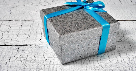 What to Give a Godmother for Her Birthday