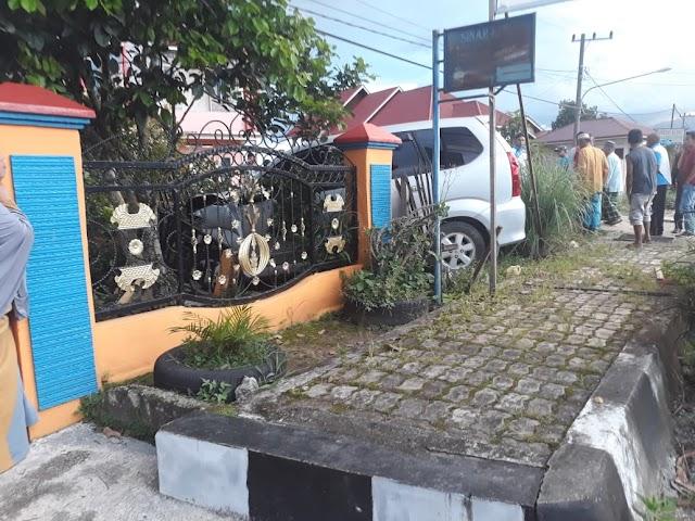 Mobil Dinas Camat Tabrak Pagar Rumah Pejabat Asisten Kota Sungai Penuh