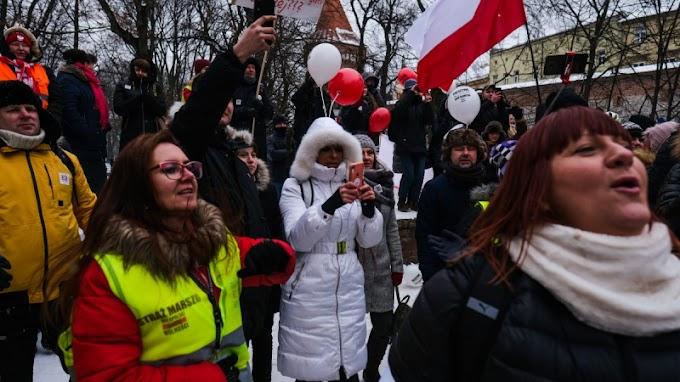 Ingyen abortuszt kínálnak a dán liberálisok a lengyel nőknek