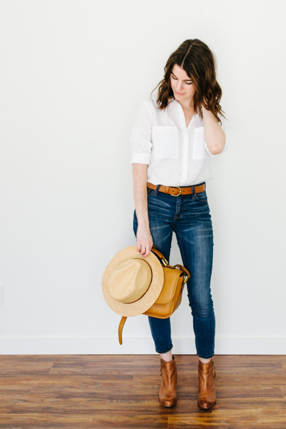 OUTFIT DEL Du00cdA White blouse blue jeans outfit - Look con blusa blanca y jeans azules.