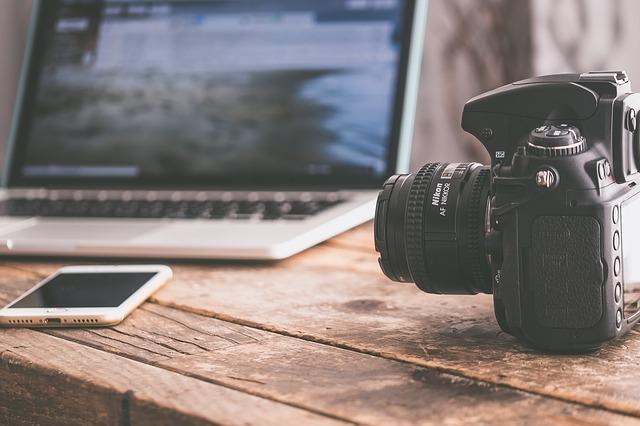 Lampirkan foto yang menarik dan berkualitas (Pixabay)