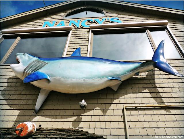 Tiburón de Decoración en una Fachada de Martha's Vineyard, Massachusetts
