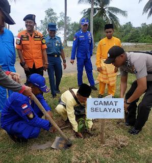 86 Pohon Ditanam Di Lingkungan Mako Polsubsektor Daik lingga