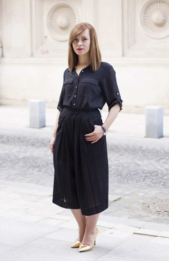 the black shirt and the black culottes
