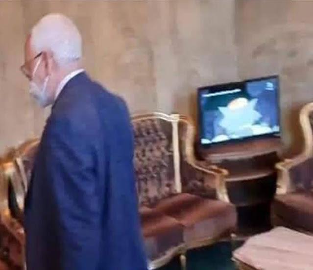 """بالصور : راشد الغنوشي يشاهد الصور المتحركة """"توم و جيري"""" خلال أحداث العنف بالبرلمان"""