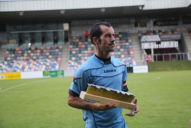 Alaín, con el trofeo Lasesarre en 2016