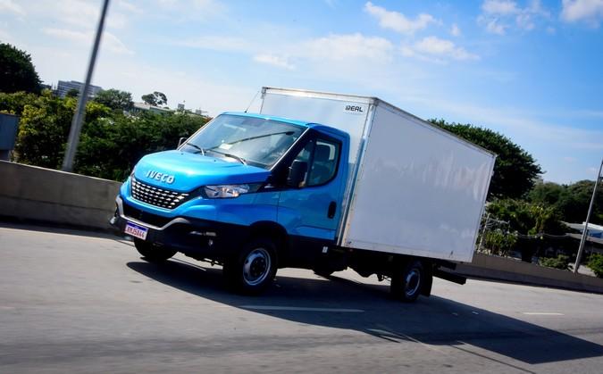 IVECO lista 10 dicas de economia e operação para motoristas de VUCs