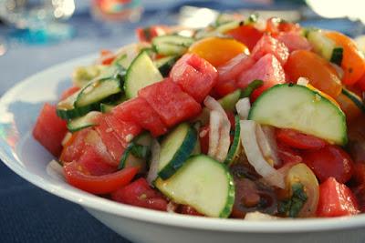 Salada de Melancia, Tomate e Pepino (vegana)