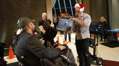 """חג המולד הקדים: """"דה רוק"""" הפתיע ילדים חולים עם Xbox One X מיוחד לכל אחד"""