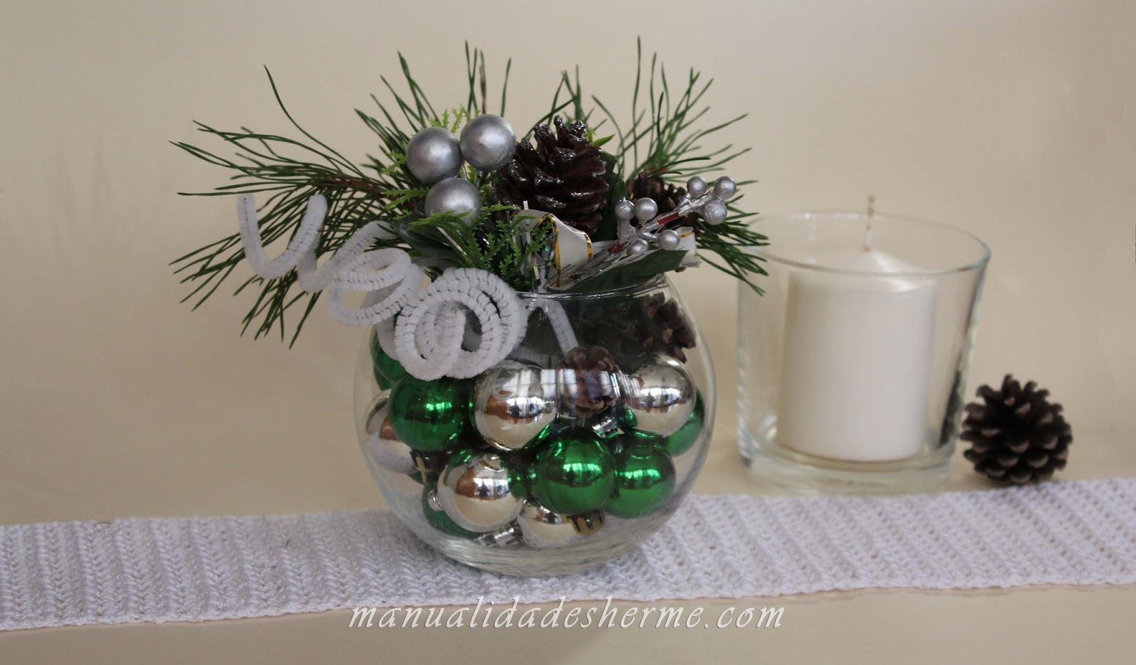 Manualidades herme como hacer un centro de mesa navide o for Como hacer arreglos de navidad