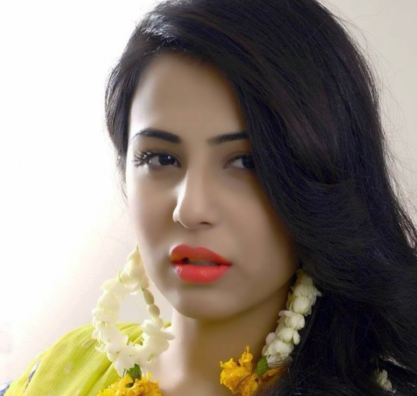 Ushna Shah beautiful Pakistani actress