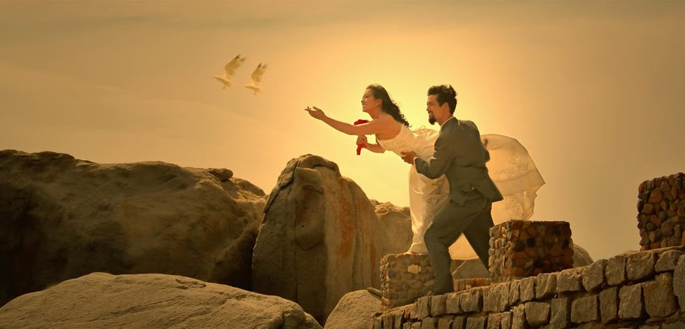 Thuê nhiếp ảnh gia chụp hình cưới bên bờ biển