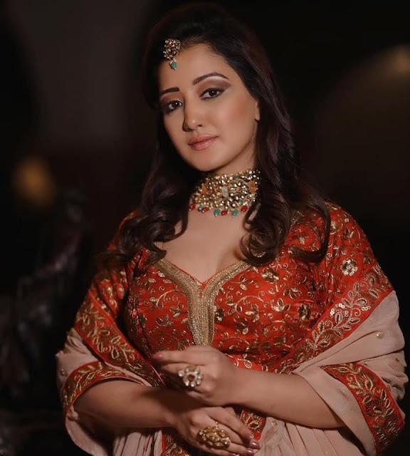 Roshmi Banik in Traditional Wear Actress Trend