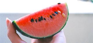 Ternyata juga kaya akan nutrisi baik layaknya Vitamin A,vitamin C,kalium,dan juga beta karoten dalam jumlah yang tinggi. Selain kandungan kandungan tersebut,semangka juga kaya akan kandungan lycopene yang sangat baik untuk tubuh.