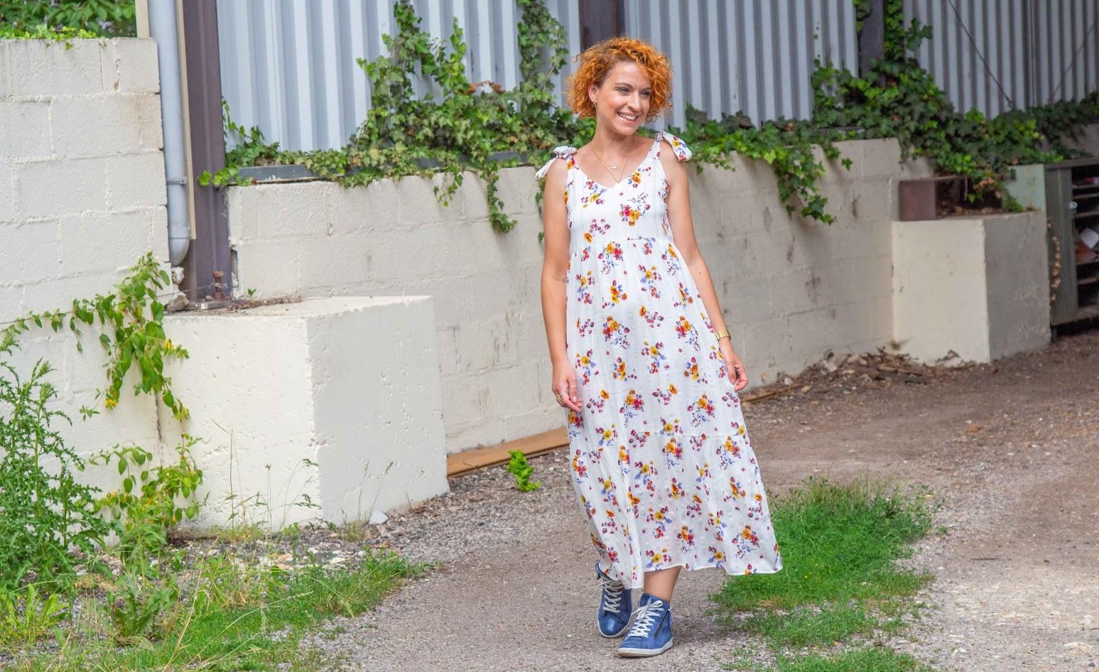 look-robe-longue-et-baskets-concours