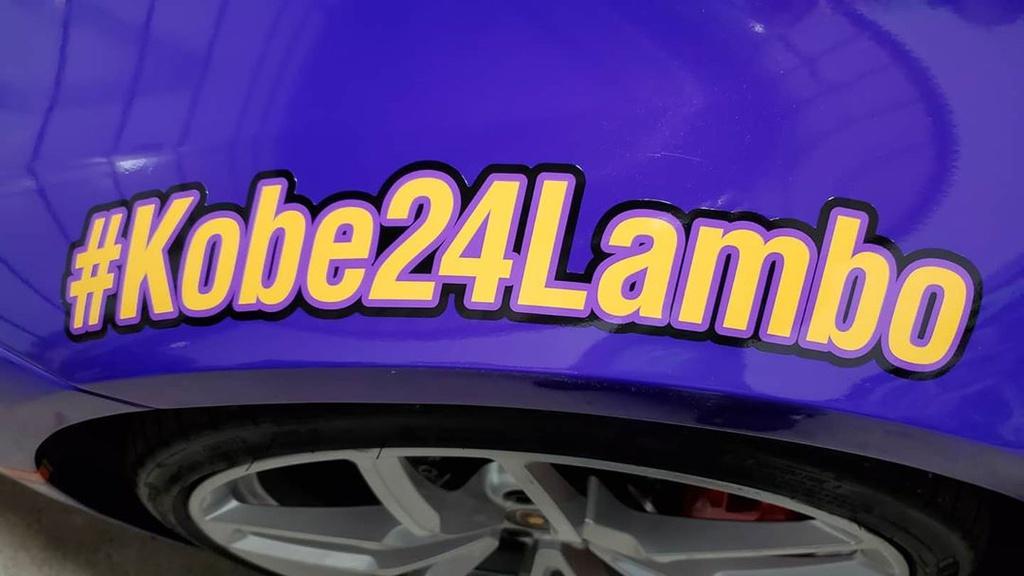 Lamborghini Huracan với lớp áo tím tưởng nhớ Kobe Bryant