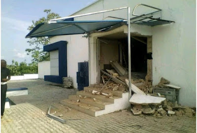 Photos from Ondo bank robbery; Police Inspector, Many others reportedly killed