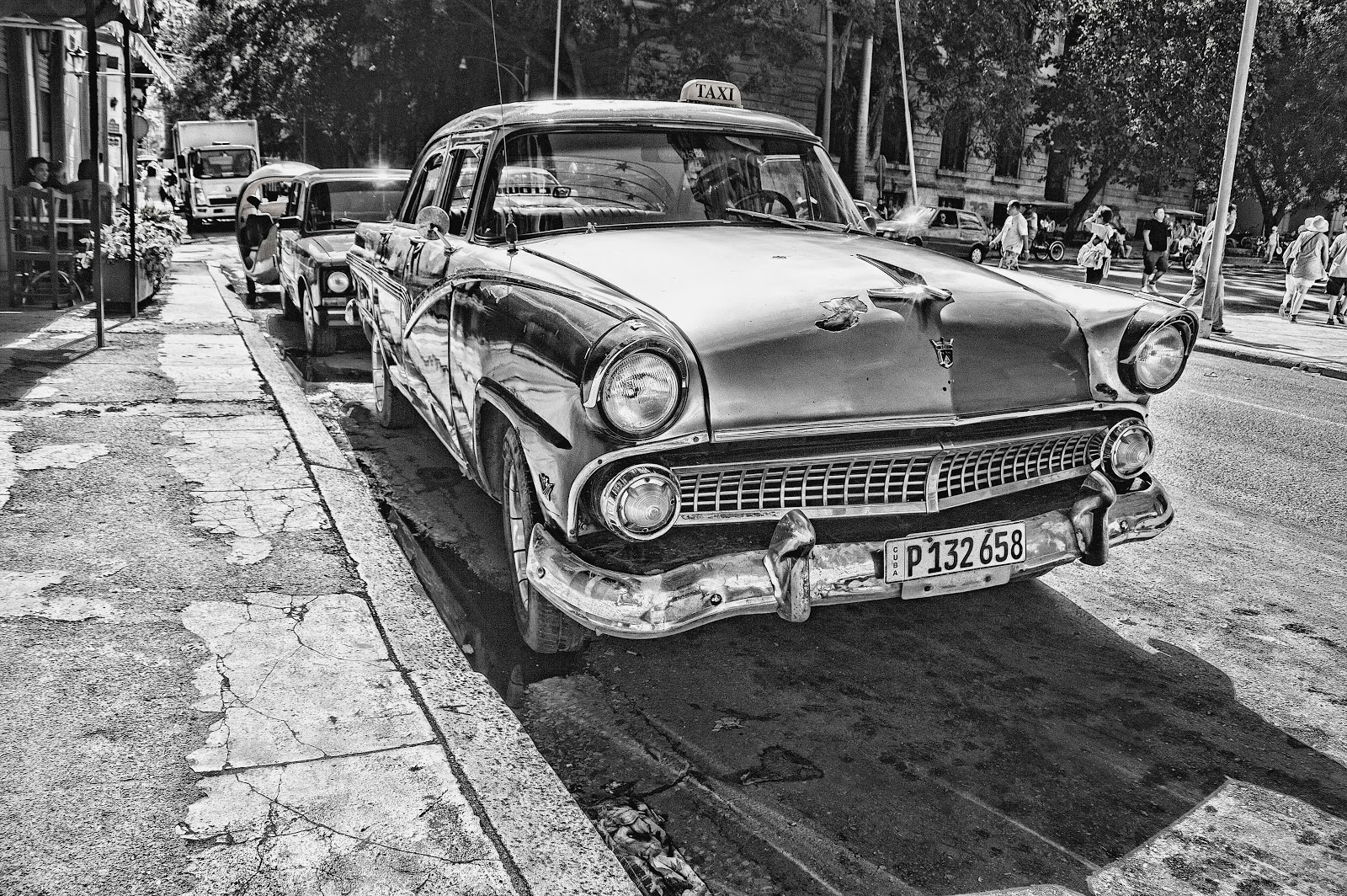 grayscale-photography-of-vintage-car-beside-pavement-pictures