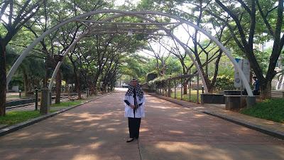 Jalan utama di tengah areal Islamic Boarding School Insan Cendekia Madani