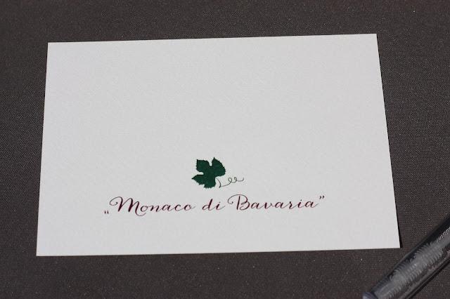 Monaco di Bavaria wine shades and wood grains, Hochzeitsmotto, heiraten 2017 im Riessersee Hotel Garmisch-Partenkirchen, Bayern, wedding venue, dunkelrot, dunkelgrün, Weinthema