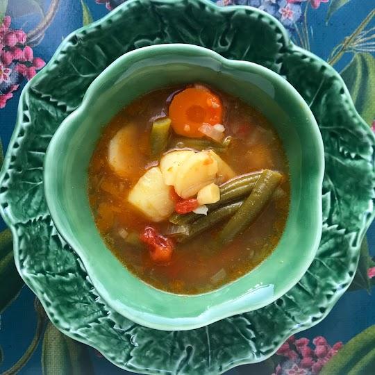 Zupa z fasolką szparagową i świeżymi pomidorami