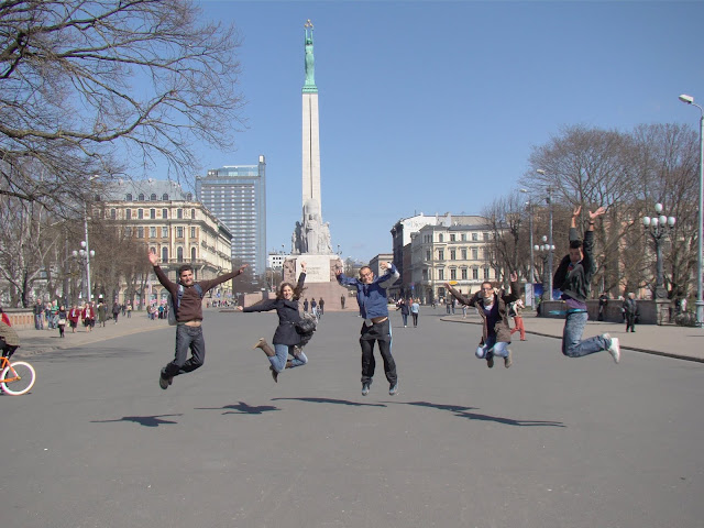 El monumento de la libertad de Riga