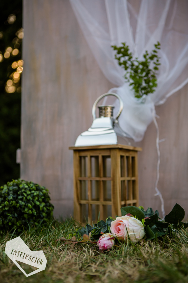 boldogságkapu esküvői dekoráció