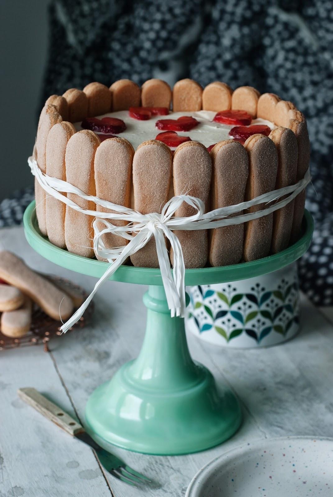 Prosty tort śmietankowo truskawkowy