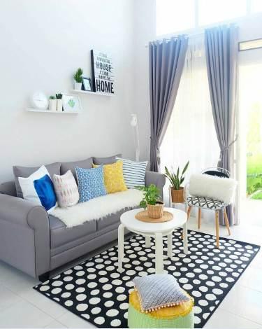 Ruang tamu rumah minimalis type 45 dengan karpet